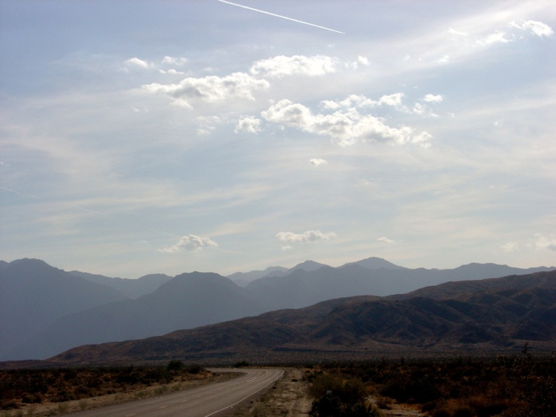 Bend in the road, Borrego, May 06, for blog.jpg