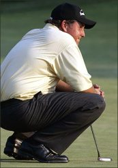 phil-mickelson-crouching.jpg