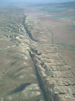 san_andreas_fault_-_carrizo_plains.jpg