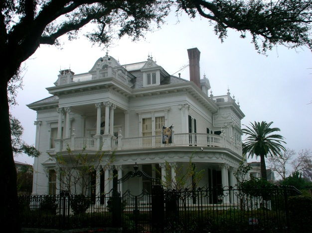 new-orleans-mansion-on-a-dreary-day.jpg